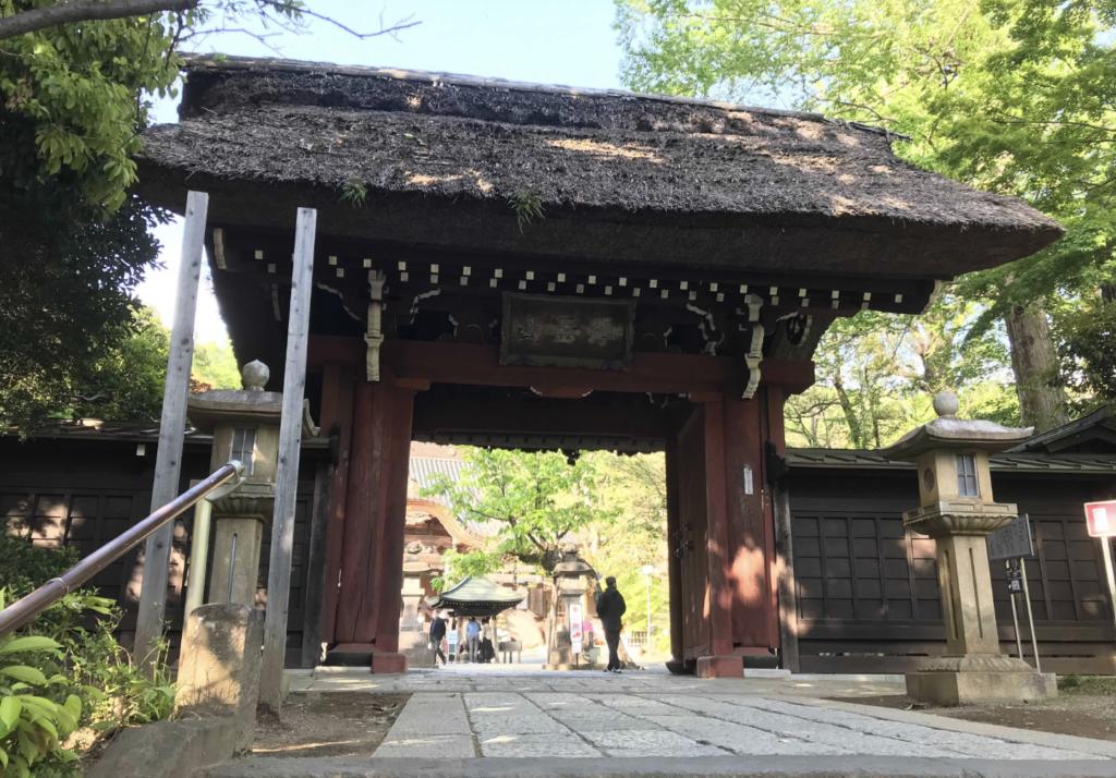深大寺入り口の門:調布市のひとり旅・散歩におすすめの観光&食べ歩きスポット