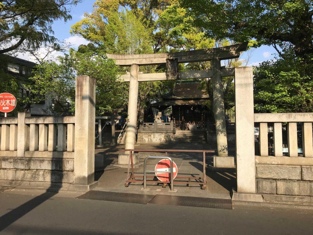 氷川神社の鳥居:北千住のひとり旅・散歩・観光スポット