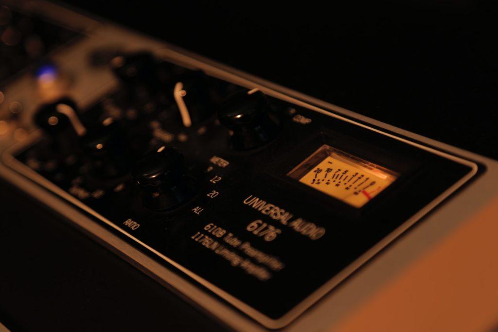コンプレッサーは音量を圧縮するプラグイン