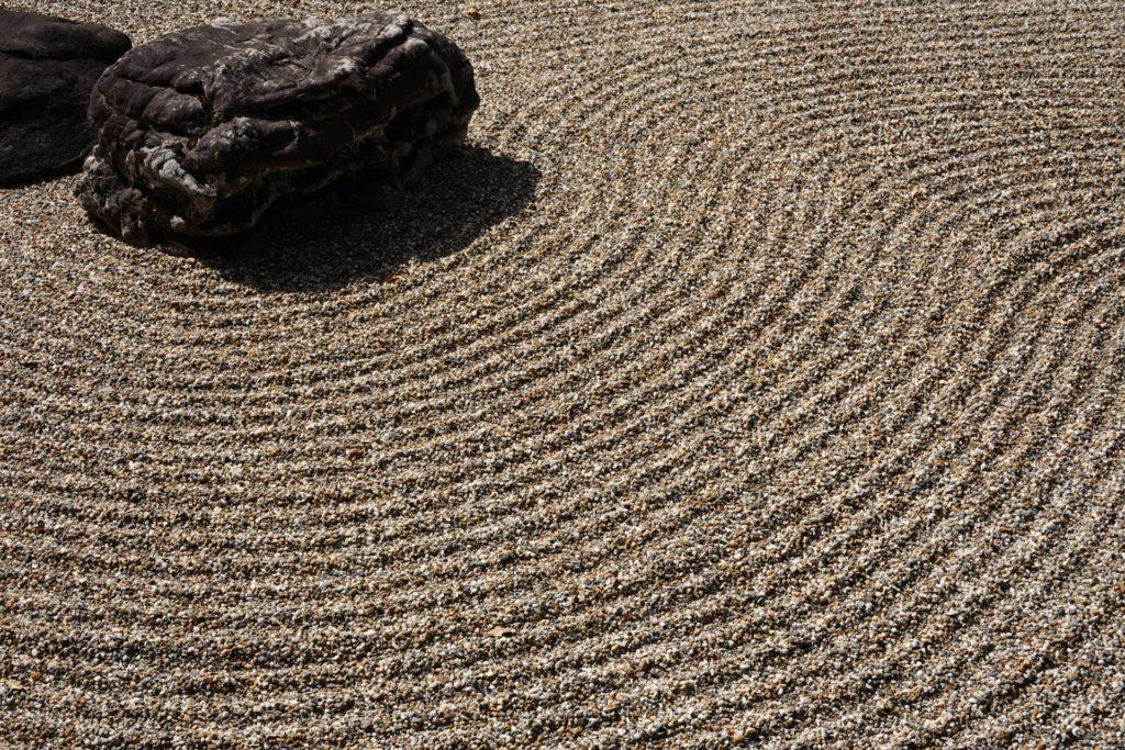 枯山水庭園の砂紋