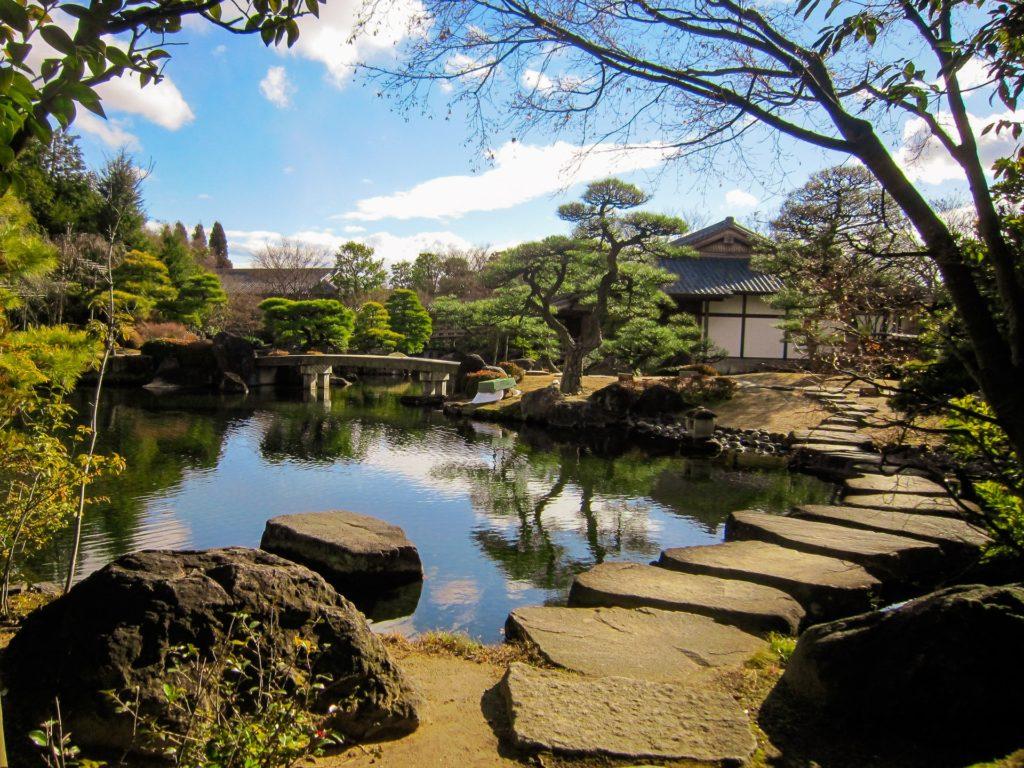 池泉庭園は、池のある日本庭園。