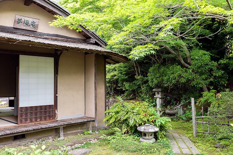 関東の露地(茶庭):春風萬里荘